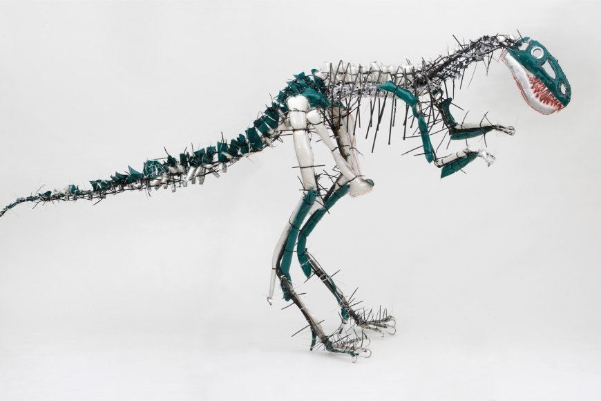 Julia Krause-Harder, Nanotyrannus, 2013, verschiedene Materialien | Courtesy Atelier Goldstein, Foto: © Uwe Dettmar