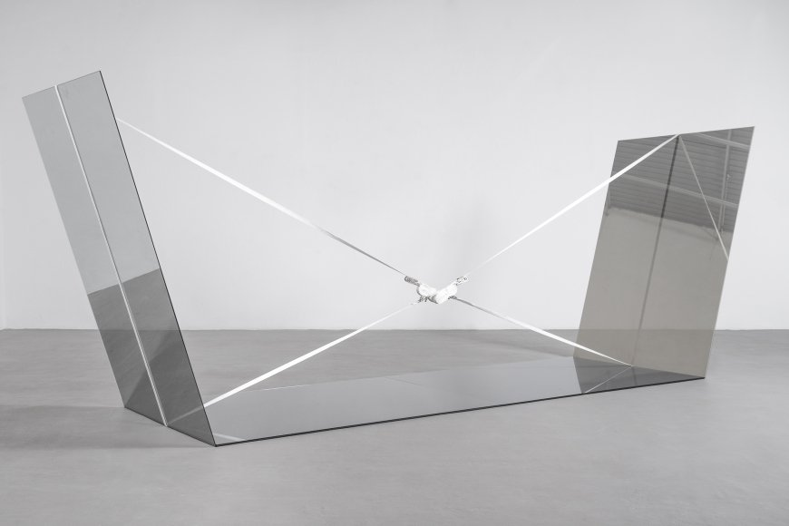 Jose Dávila, Joint Effort, 2017, One way mirror, smoked glass, clear glass and ratchet straps, 183 x 440 x 130 cm © Agustin Acre