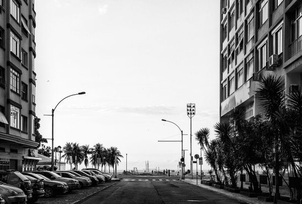 Martin Ogolter, Avenida Prado Júnior, 2013, aus der Serie »COPACABANA Vista Lateral / Partial View«, Archival Inject Print, 50 × 33,5 cm © by the artist