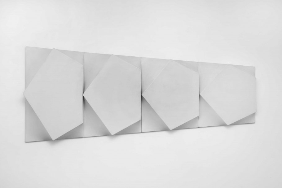 Bruno Gambone, Oggetto, 1970, 99 x 240 x 16 cm, acrylic on canvas © Amir shariat