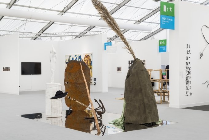 Sophie Jung, Taxpayer's Money, installation view, Frieze Art Fair, London, 2019 | Courtesy the artist and Sophie Tappeiner | Copyright: Thierry Bal