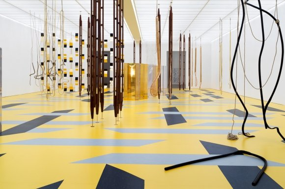 "INSTALLATIONSANSICHT AUSSTELLUNG ""RESONATING SPACES"" Fondation Beyeler, Riehen/Basel, 2019; Foto: Stefan Altenburger"