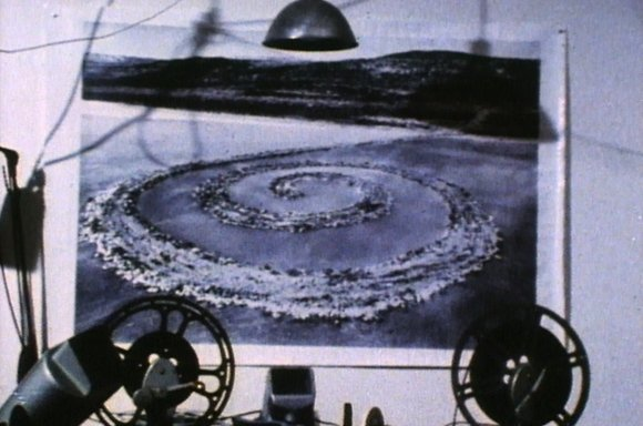 Robert Smithson, Spiral Jetty, 1970 16 mm Film auf Video, 35 Min, Farbe, Ton Courtesy of the Holt/Smithson Foundation and Electronic Arts Intermix (EAI), New York © Bildrecht, Wien, 2019